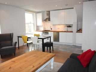 Westbourne Grove bright flat - London vacation rentals