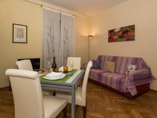 Apartment Donatello  - Residence il Duomo - - Lucca vacation rentals