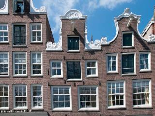 Guesthouse along the canal in historic center - Amsterdam vacation rentals
