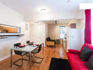 Moblat 2 Sunny Apartment close to Manhattan - Queens vacation rentals
