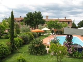 CASA VACANZE PODERE PESCIA-APPART.STAROPOLSKA - Castiglione Del Lago vacation rentals
