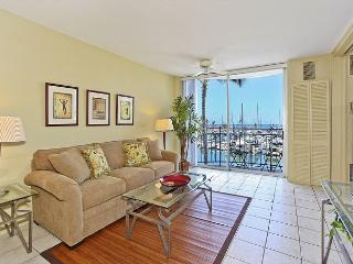 YACHT HARBOR VIEWS!  Remodeled 1-bedroom with AC and WiFi.  Sleeps 4. - Waikiki vacation rentals