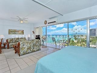 Beachfront 1-bedroom, full kitchen, washer/dryer, A/C, WiFi, sleeps 4. - Waikiki vacation rentals