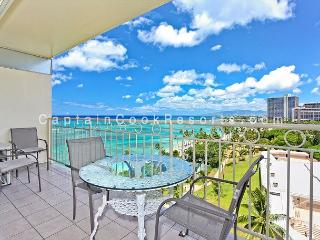 Ocean View!  Beachfront! Full kitchen, washer/dryer, A/C, WiFi, sleeps 4. - Waikiki vacation rentals