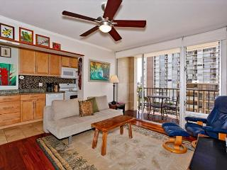 Great views, deluxe one-bedroom, AC, washer/dryer, washlet, WiFi, parking. - Waikiki vacation rentals
