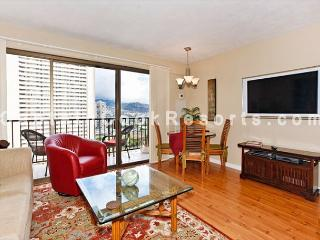 FOUR PADDLE Mountain view with full kitchen, AC, washer/dryer, WiFi, parking. - Waikiki vacation rentals