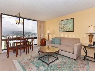 One-bedroom with AC and beautiful Ko'olau Mountain views!  Sleeps 4! - Waikiki vacation rentals