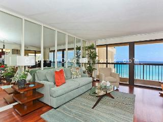 Luxurious Ocean view 2 bed 2 bath condo with pool, spa, parking - sleeps 6 - Waikiki vacation rentals