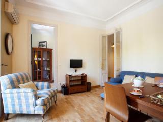 Gran Via Apartment. 10 minutes to Plaza cataluña - Barcelona vacation rentals