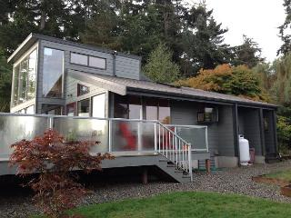 Two Bedroom Waterfront with 180 degree views - Langley vacation rentals