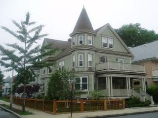 2 bedroom Apartment with Internet Access in Boston - Boston vacation rentals