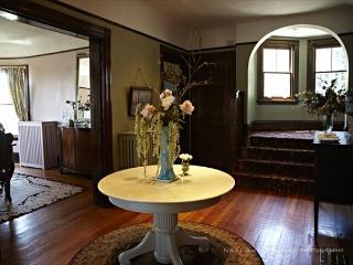 4.5 Bedroom / 2 Bathroom Condo w/parking in Boston! - Boston vacation rentals