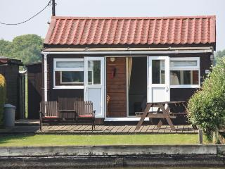 Romantic Cottage with Deck and Television - Potter Heigham vacation rentals