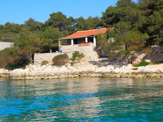 Cozy 2 bedroom Island Kornat Apartment with Stove - Island Kornat vacation rentals