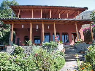 Perfect House with Internet Access and Outdoor Dining Area - Jaibalito vacation rentals