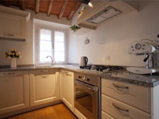Lisa Home Lucca- new apartment in Lucca centre - Lucca vacation rentals