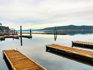 Cozy lakeside cabin w/community amenities & boat slip! - Worley vacation rentals