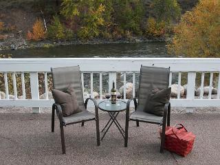 Leavenworth River Haus~1.5 miles to Leavenworth, Wi-Fi, Hot Tub, Sauna, River - North Cascades Area vacation rentals