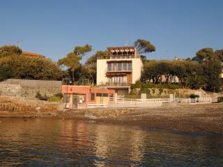 Villa Angolino trilocale primo piano con giardino - Castiglioncello vacation rentals