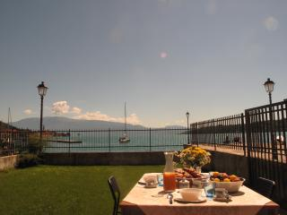 New Apartment Private Garden Directly at the Lake - Gardone Riviera vacation rentals