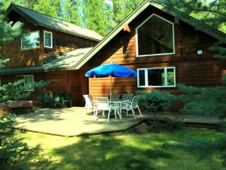 PINE HAVEN- Custom vacation home nestled in the pines, just minutes to trail system or Sisters, Air conditioning, sleeps up to 7 - Sisters vacation rentals