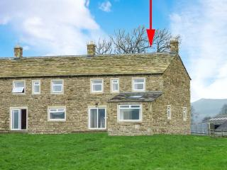 JESS COTTAGE, stone-built, open fire, countryside views, next to canal, near Skipton, Ref 913341 - Skipton vacation rentals