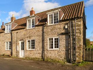 EDGEMOOR COTTAGE, stone-built, pet-friendly, pub within walking distance, in Newton upon Rawcliffe, near Pickering, Ref 917332 - Newton-on-Rawcliffe vacation rentals