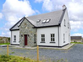 CROI NA GCNOC, detached cottage, secluded location, ground floor bedroom and shower room, multi-fuel stove, in Connemara, Ref 91 - County Galway vacation rentals