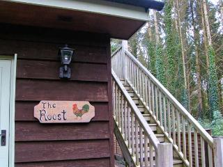 THE ROOST, first floor apartment, WiFi, good touring base, in East Tytherley, Ref 918718 - East Tytherley vacation rentals