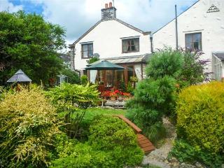WOODLANDS, open fire, WiFi, en-suite bathroom, character cottage in Great Urswick, Ref. 918749 - Great Urswick vacation rentals