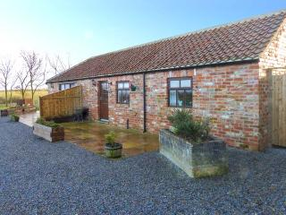 BLAKEY, semi-detached, red brick barn conversion, en-suite, romantic retreat, near Moorsholm and Saltburn-by-the-Sea, Ref 919674 - Liverton vacation rentals