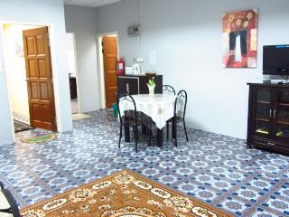 Bungaraya Guesthouse - Kuah vacation rentals