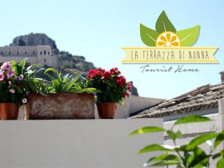 "Holiday House ""La Terrazza di Nonna""... 2 bedrooms, 2 bathrooms, terrace with barbecue - Scicli vacation rentals"
