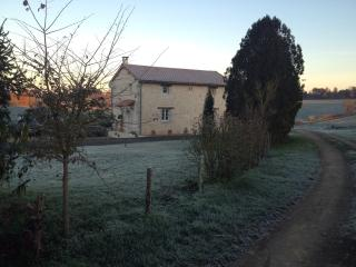 Lovely 1 bedroom Cottage in Champagne Mouton with Internet Access - Champagne Mouton vacation rentals