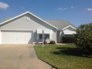 3br designer w/cart - walk to Spanish Springs Sq - The Villages vacation rentals