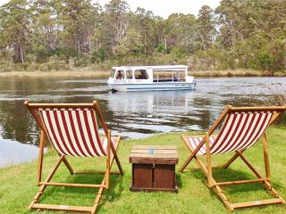 Romantic 1 bedroom Ulverstone Apartment with Deck - Ulverstone vacation rentals