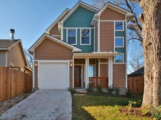 3BR/2.5BA Warm & Luxurious Eastside House, Enchanting Decor Sleeps 9 - Austin vacation rentals