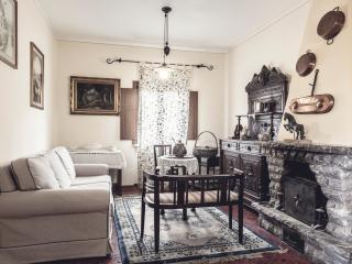 """Holiday Home """"La Villa Del Cedro"""" - Oliveto vacation rentals"""