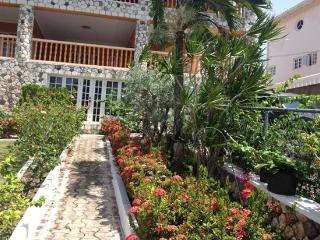 Tropical Getaway By The sea in Ocho Rios Jamaica - Ocho Rios vacation rentals