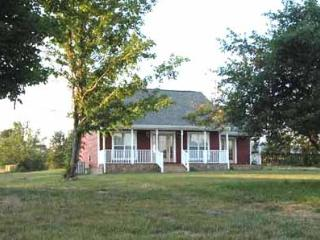 The Red Farm House,  Stay Down on the Farm, Peaceful Cabin on a 120 Acre Farm - Nashville vacation rentals