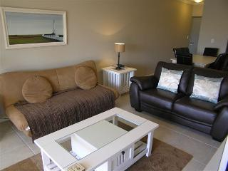Lovely 2 bedroom Condo in Century City with Internet Access - Century City vacation rentals