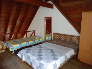 Apartamento  economico cerca mar y zona peatonal - San Andres vacation rentals
