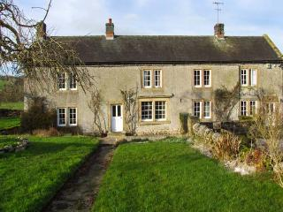 LOWFIELDS FARM, farmhouse with woodburner, parking, garden, near Bakewell, Ref 914070 - Bolsover vacation rentals