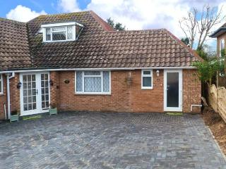 WOODLANDS, ground floor studio with WiFi, off road parking, near beach, Bexhill-on-Sea, Ref. 914812 - Bexhill-on-Sea vacation rentals