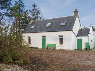 MOSSIDE CROFT, quirky cottage, off road parking, front garden, near Keith, Ref 916382 - Aberdeenshire vacation rentals