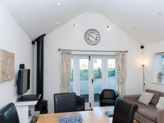 Bright Cottage with Dishwasher and Refrigerator in Lacock - Lacock vacation rentals