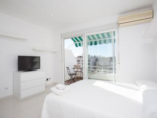 Nice Condo in Palma de Mallorca with A/C, sleeps 2 - Palma de Mallorca vacation rentals