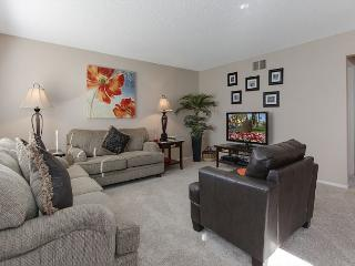 2BR Fabulous Palm Desert Condo, Close to El Paseo, Sleeps 4 - Palm Desert vacation rentals