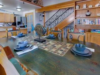 Ocean views, game room, space for 8 - Cannon Beach vacation rentals