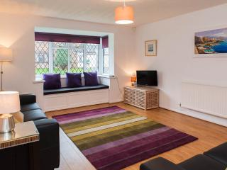Modern two bed in quiet setting - Cardiff vacation rentals